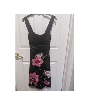 Dresses & Skirts - Black and floral ladies size 6